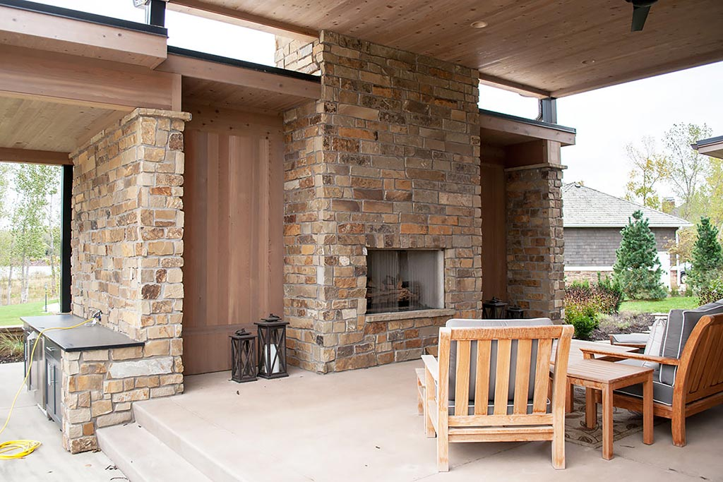 The Benefits of Natural Stone Outdoor Fireplaces - Table Rock Company
