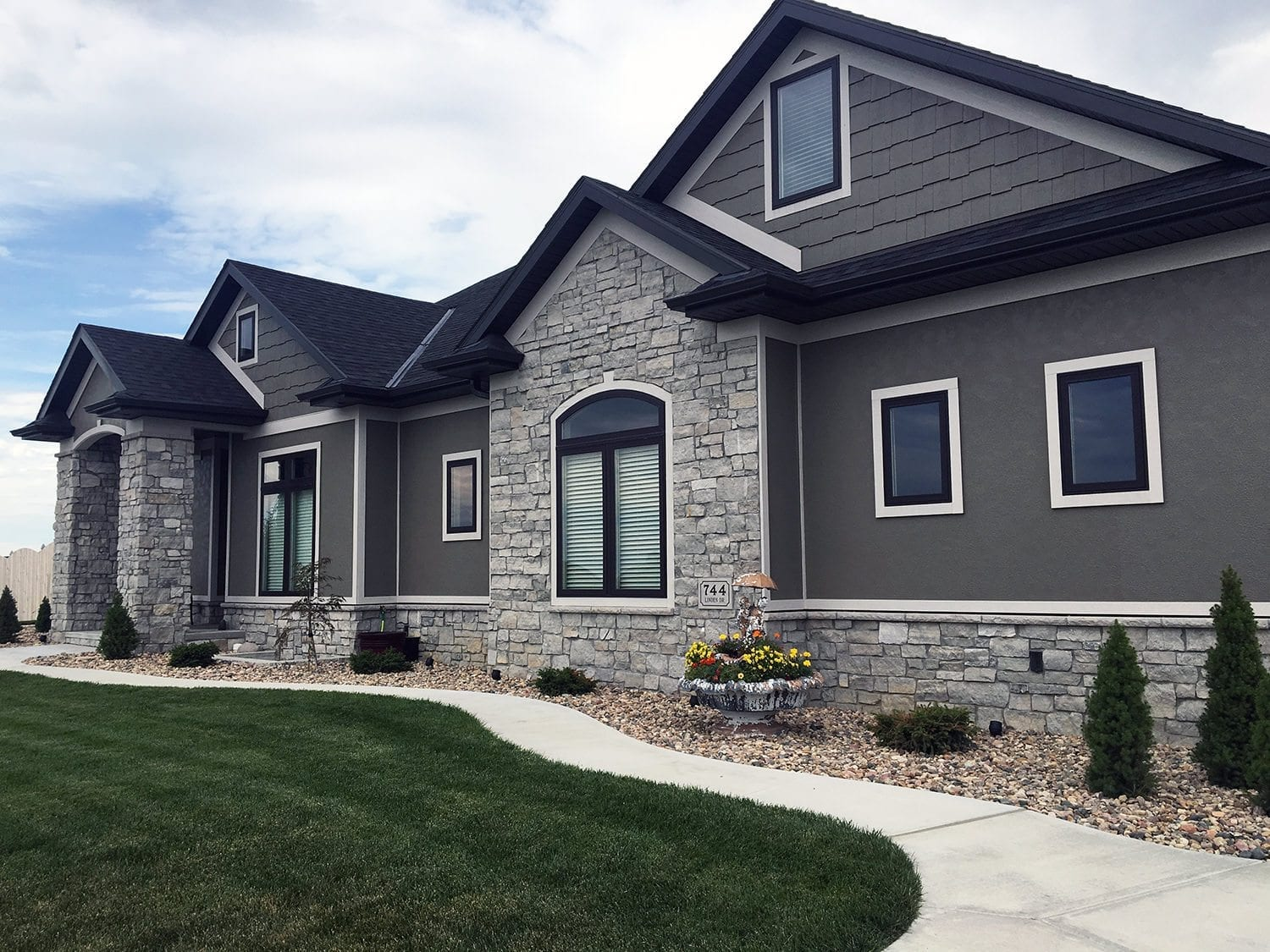 The Benefits of Utilizing Natural Stone Veneer Siding