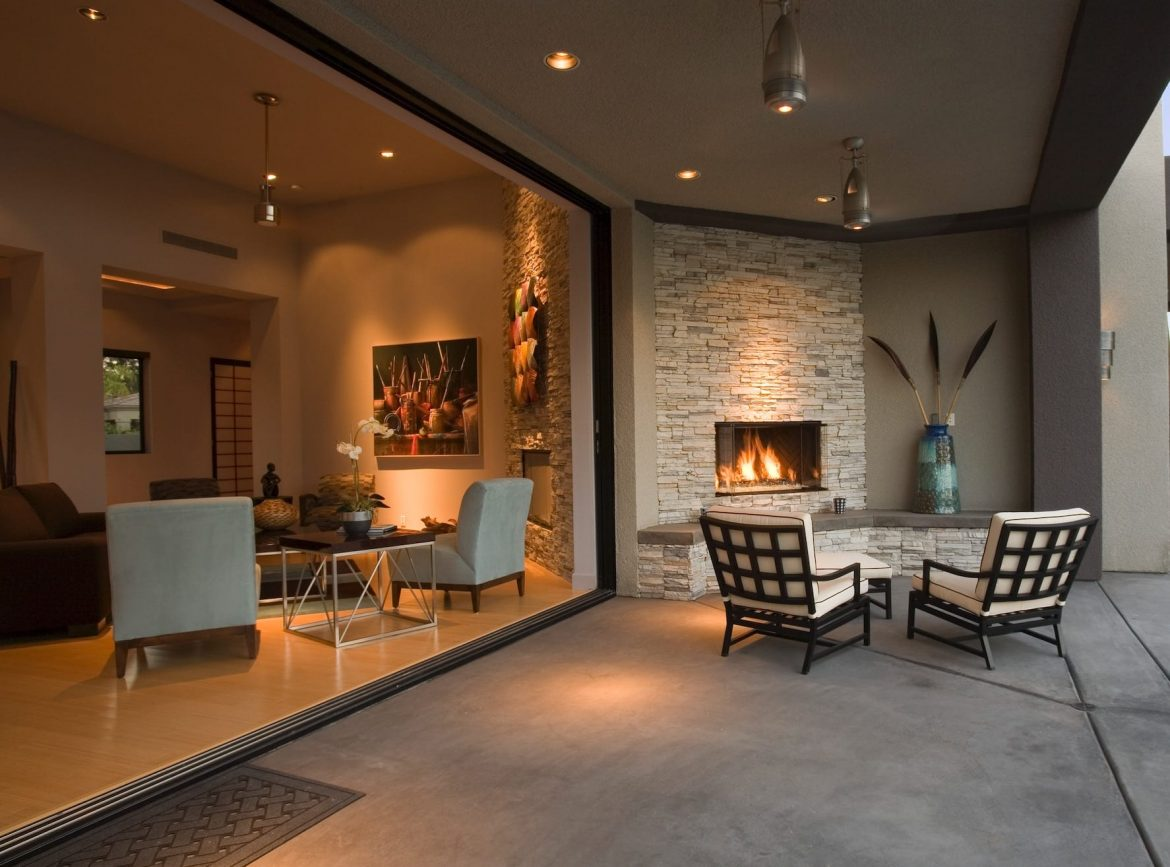 The Benefits of Natural Stone Outdoor Fireplaces - Table Rock Company Natural Stone and Fireplace Store in Omaha and Lincoln, Nebraska